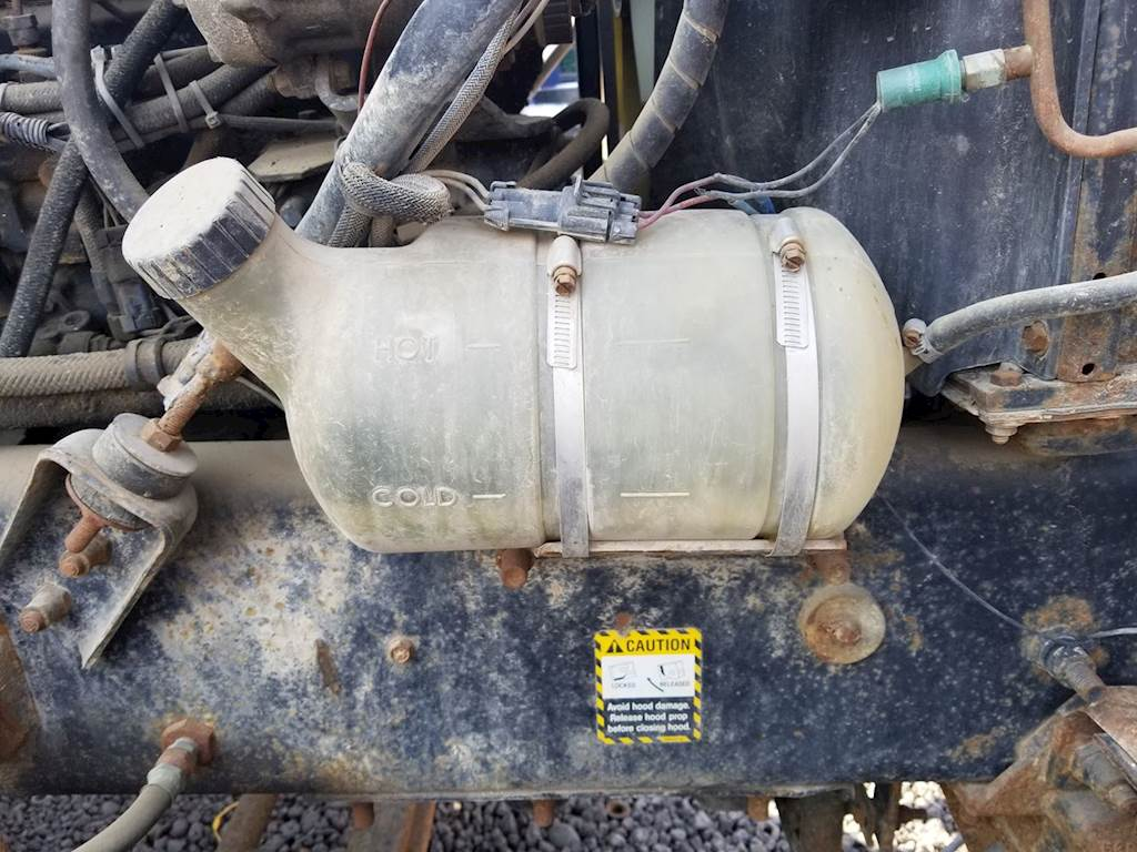 hight resolution of 1994 mack ch613 radiator overflow bottle surge tank