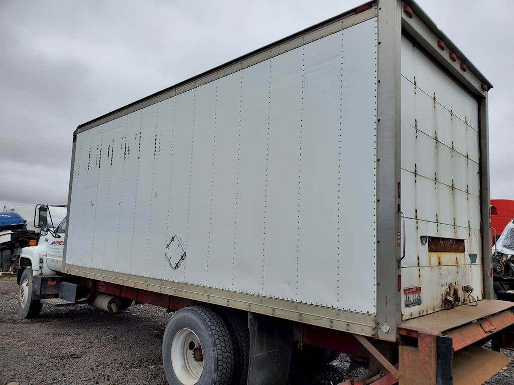 hight resolution of 1990 21ft dry van box door has some wear no holes or damage to