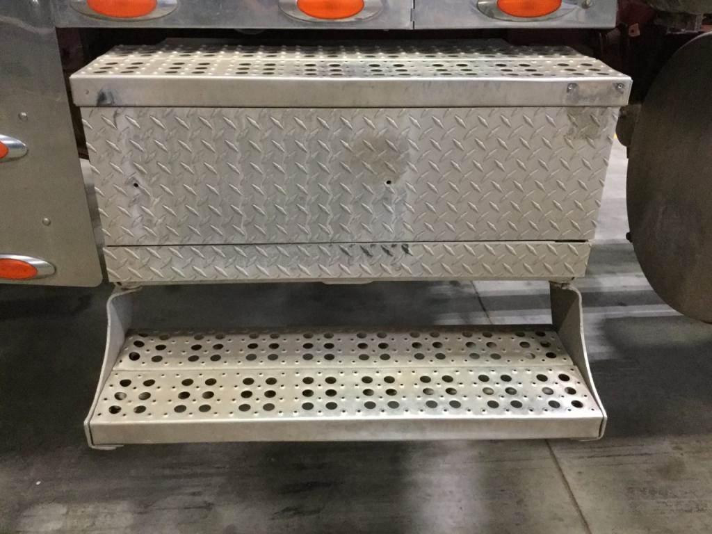 hight resolution of 2001 freightliner classic xl battery box