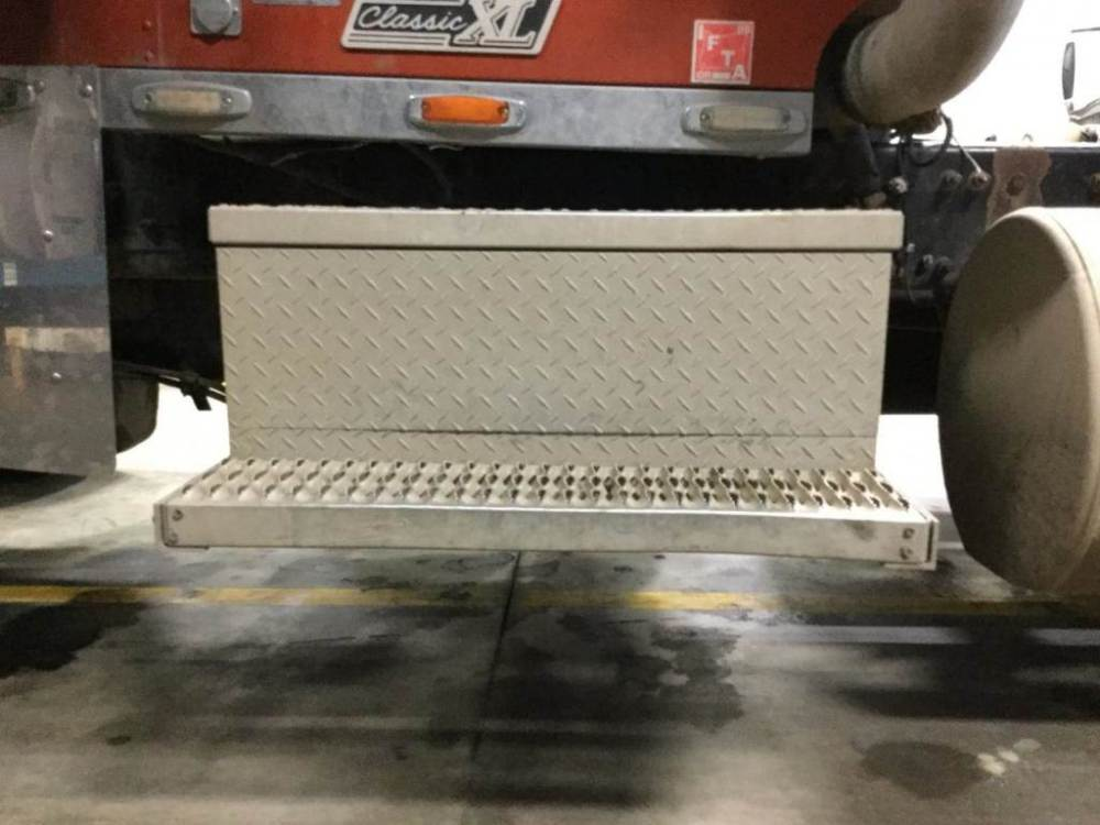 medium resolution of 2000 freightliner classic xl battery box