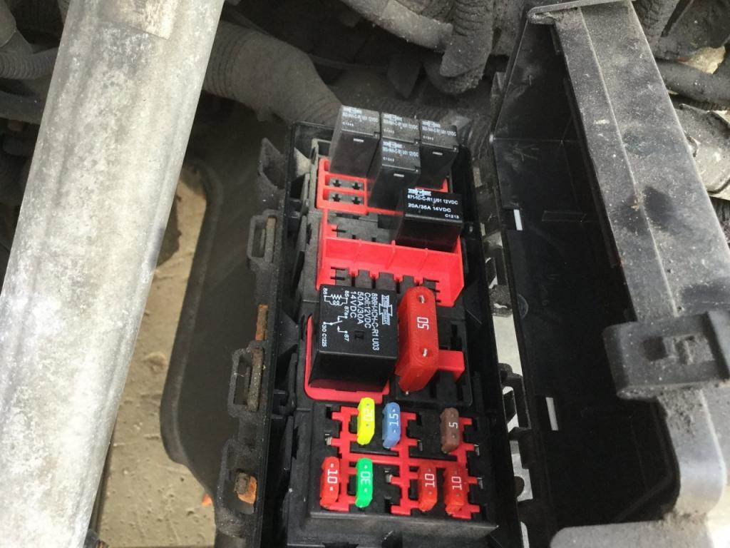 hight resolution of 2014 freightliner cascadia fuse box