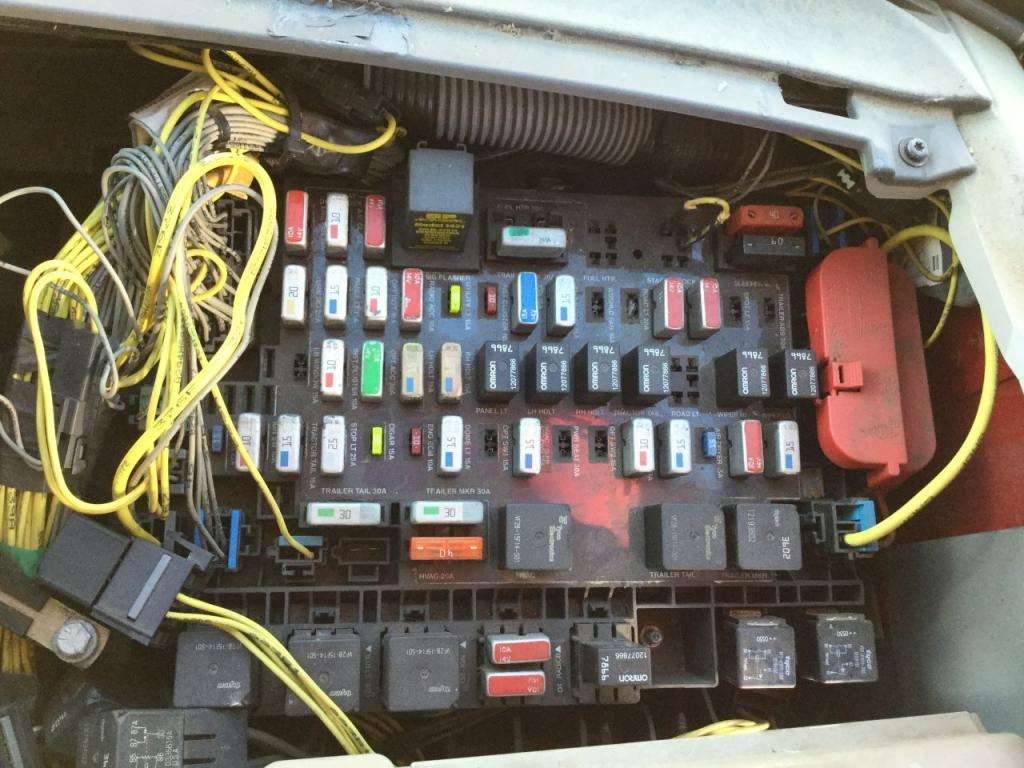 2006 Freightliner Columbia Fuse Panel Diagram 2004 Freightliner Century Class 120 Fuse Box For A