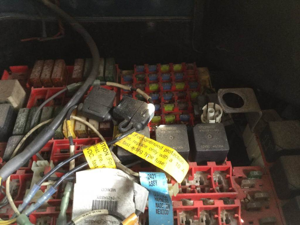 hight resolution of 06 kenworth t2000 fuse box cover