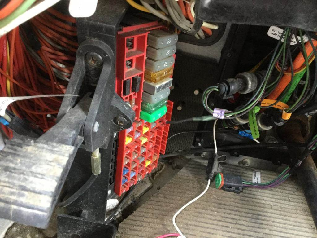 hight resolution of 2013 peterbilt 386 fuse box for sale spencer ia 24653029 peterbilt 377 fuse box 2013