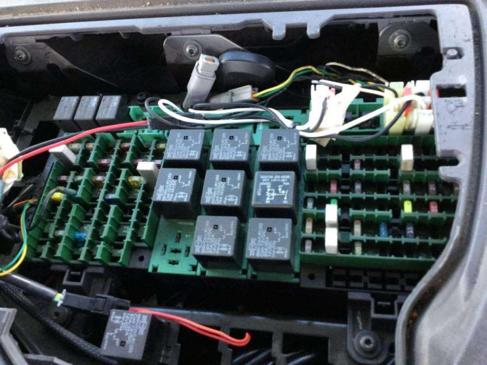 medium resolution of 2004 volvo fuse box schema diagram databasewrg 1641 volvo s40 fuse box location 2004 volvo
