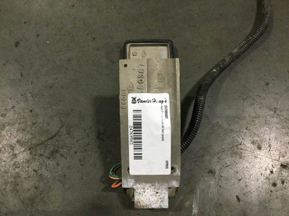 medium resolution of 1999 peterbilt 379 throttle pedal