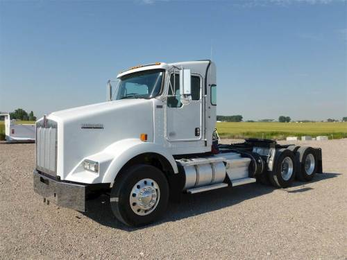 small resolution of 2013 kenworth t800 day cab truck