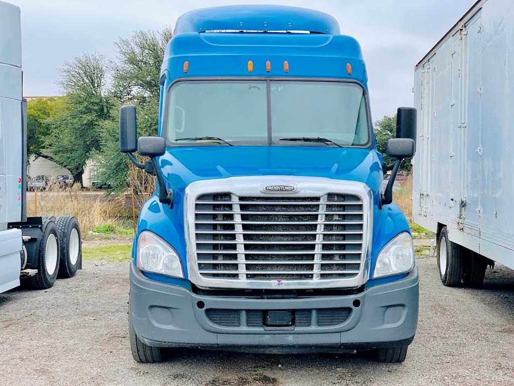 hight resolution of 2014 freightliner cascadia sleeper semi truck 10 speed manual dd13 engine