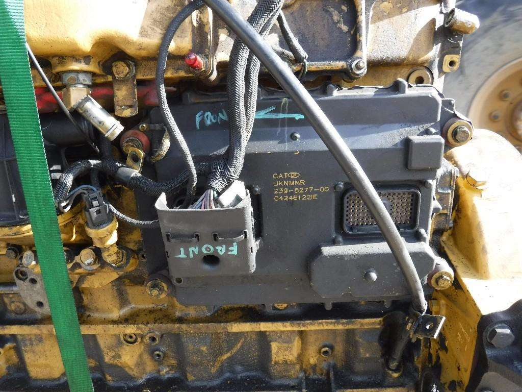 hight resolution of caterpillar c7 acert engine for a 2005 freightliner m2 106