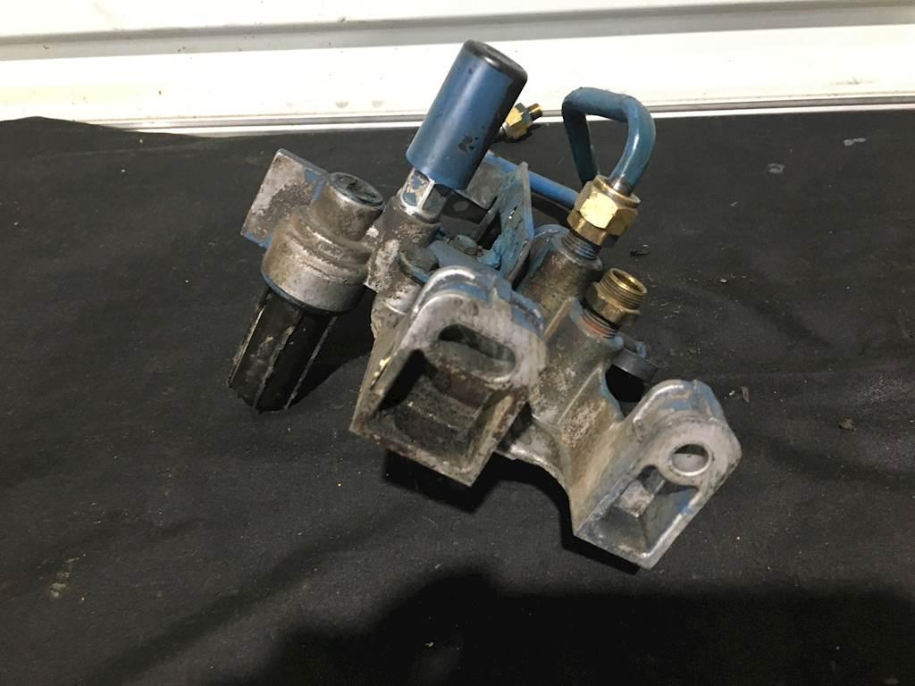 hight resolution of 2002 international dt466e diesel engine fuel filter housing