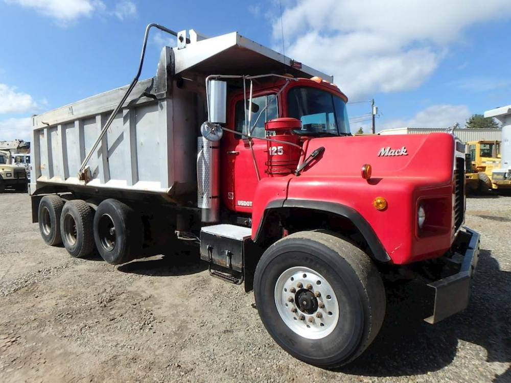 medium resolution of 1995 mack dm690s dump truck