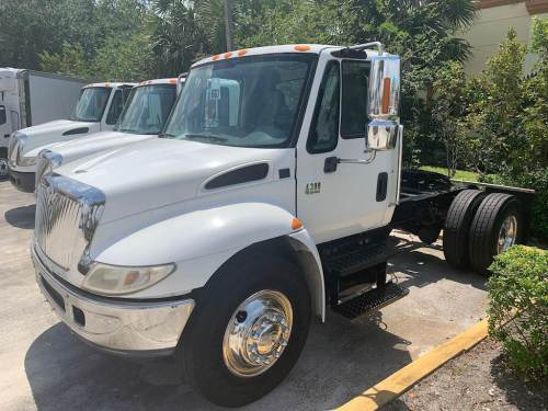 small resolution of 2002 international 4300 single axle farm grain truck dt466 220hp automatic