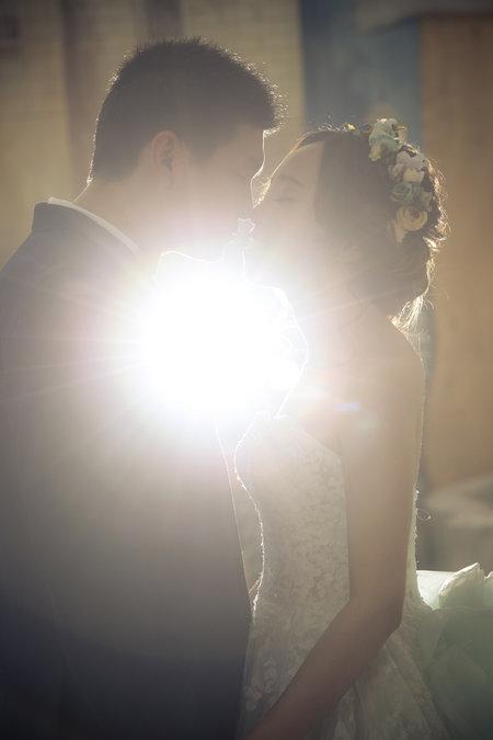 單拍一張婚紗照 - 臺北二手婚紗禮服特賣-EZ婚紗禮服館《結婚吧》