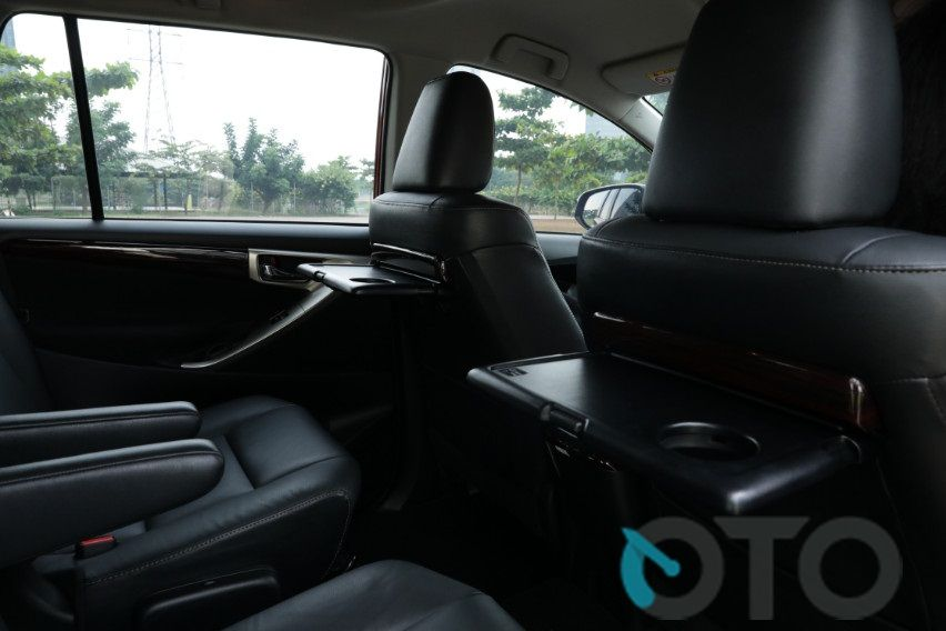 all new innova venturer interior keunggulan grand avanza road test toyota q at diesel menakar sang varian akses ke tombol di dasbor mudah dengan tambahan kontrol audio dan telepon tersemat palang kemudi lebih praktis sedang infotainment 8 inci bisa