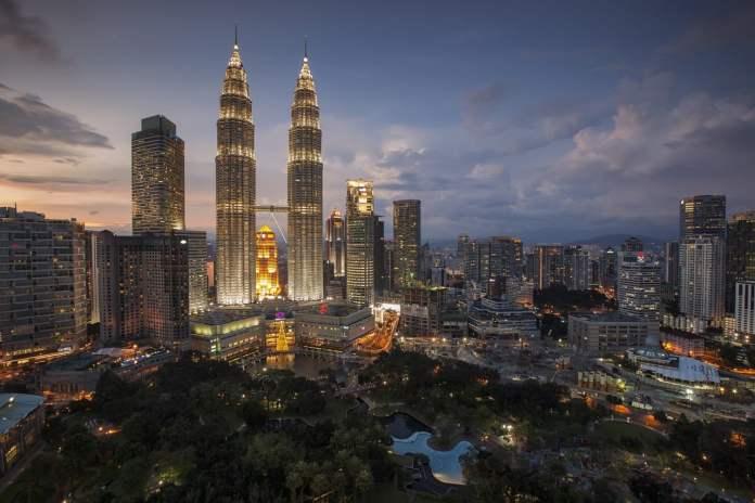 Malaysia total visits on desktop mobile
