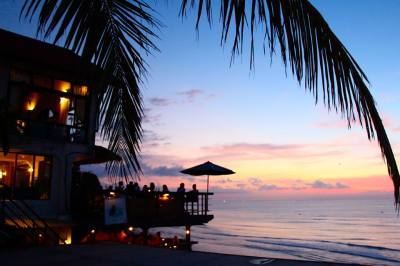 Honeymoons in Bali: The best bars to catch romantic sunset ...