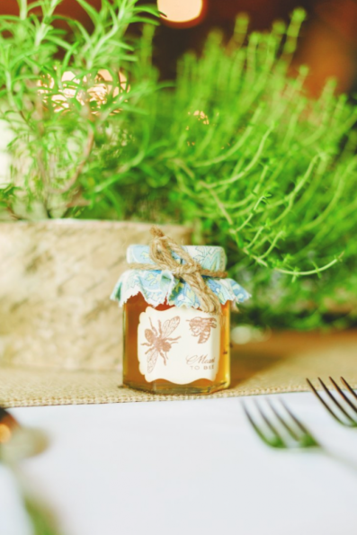 Give your guests rustic favours of personalised honey jars. Photo: Hunter Photographic