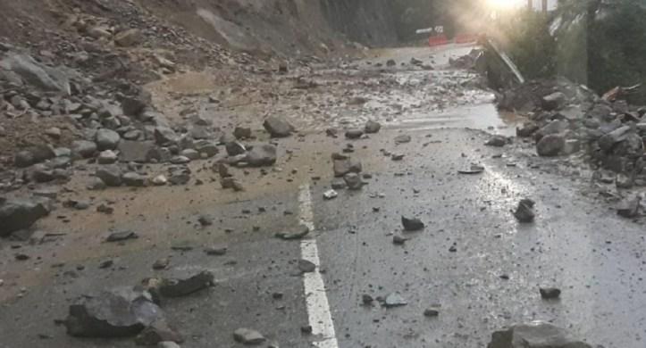 Rocas en vía al Llano