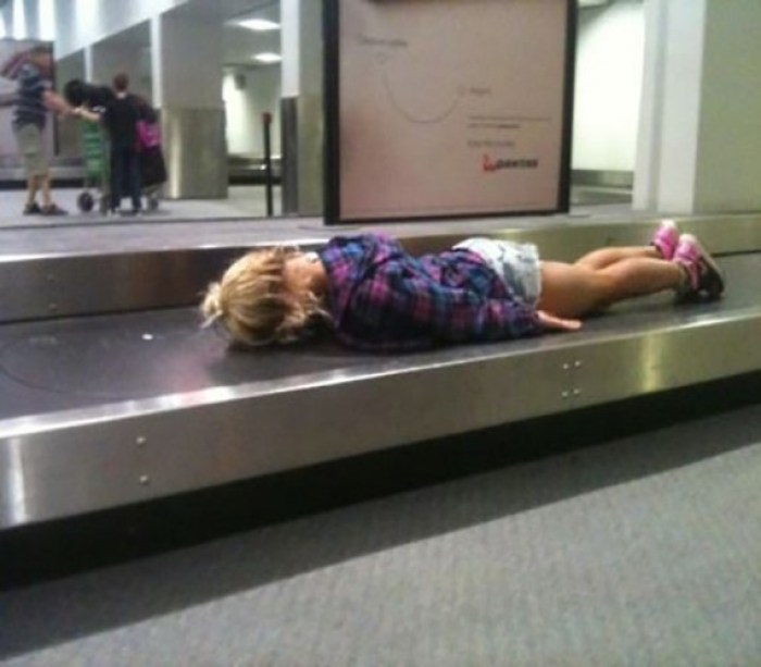 Funny-People-at-the-Airport-1-570x499