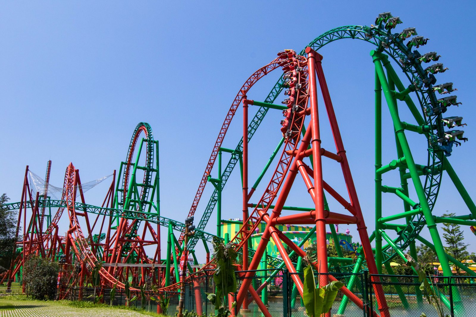 intamin unveils dueling dragons
