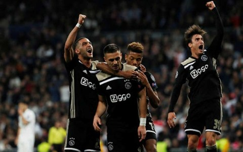 Ajax's Dusan Tadic celebrates scoring their third goal with David Neres, Hakim Ziyech and Nicolas Tagliafico. Football - Champions League - Round of 16 Second Leg - Real Madrid v Ajax Amsterdam - Santiago Bernabeu, Madrid, Spain - March 5, 2019. REUTERS/Susana Vera