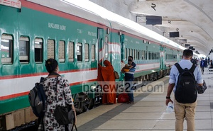 Train services have resume after seven weeks of shutdown due to the coronavirus outbreak, but fewer passengers left Dhaka on Monday, May 24, 2021. Photo: Mahmud Zaman Ovi