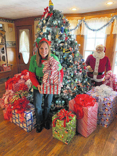 A Mary Christmas House Galion Woman S Holiday Decor A Gift To Her Family Others Galion Inquirer