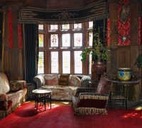 21 Living Rooms With Antique Furniture - Home Stratosphere