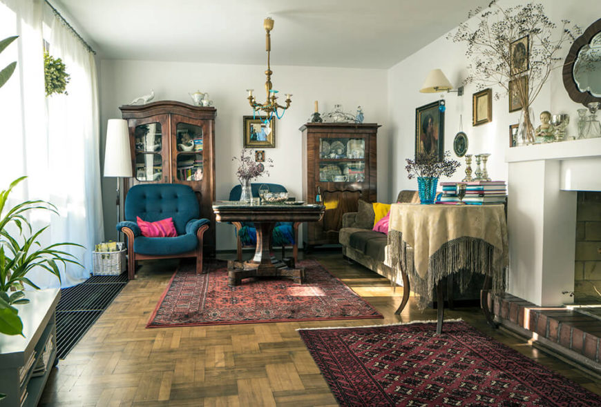 21 Living Rooms With Antique Furniture