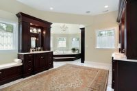 41 Bespoke Bathrooms with Glittering Chandeliers