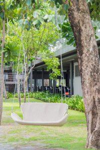 35 Swingin' Backyard Swing Ideas