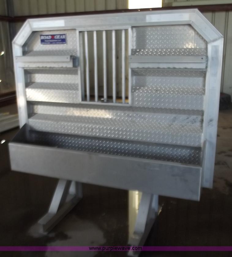2011 road gear semi truck aluminum