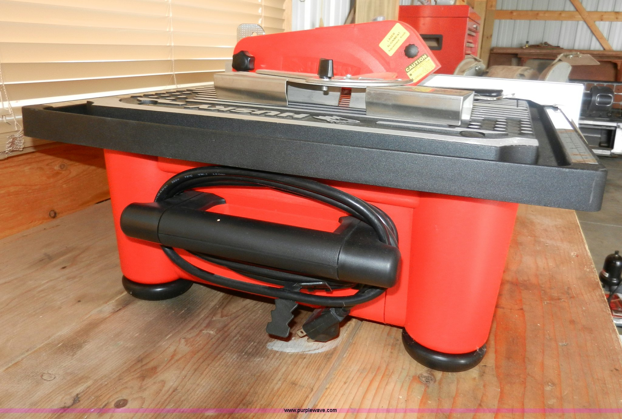 husky thd750l wet tile stone saw in