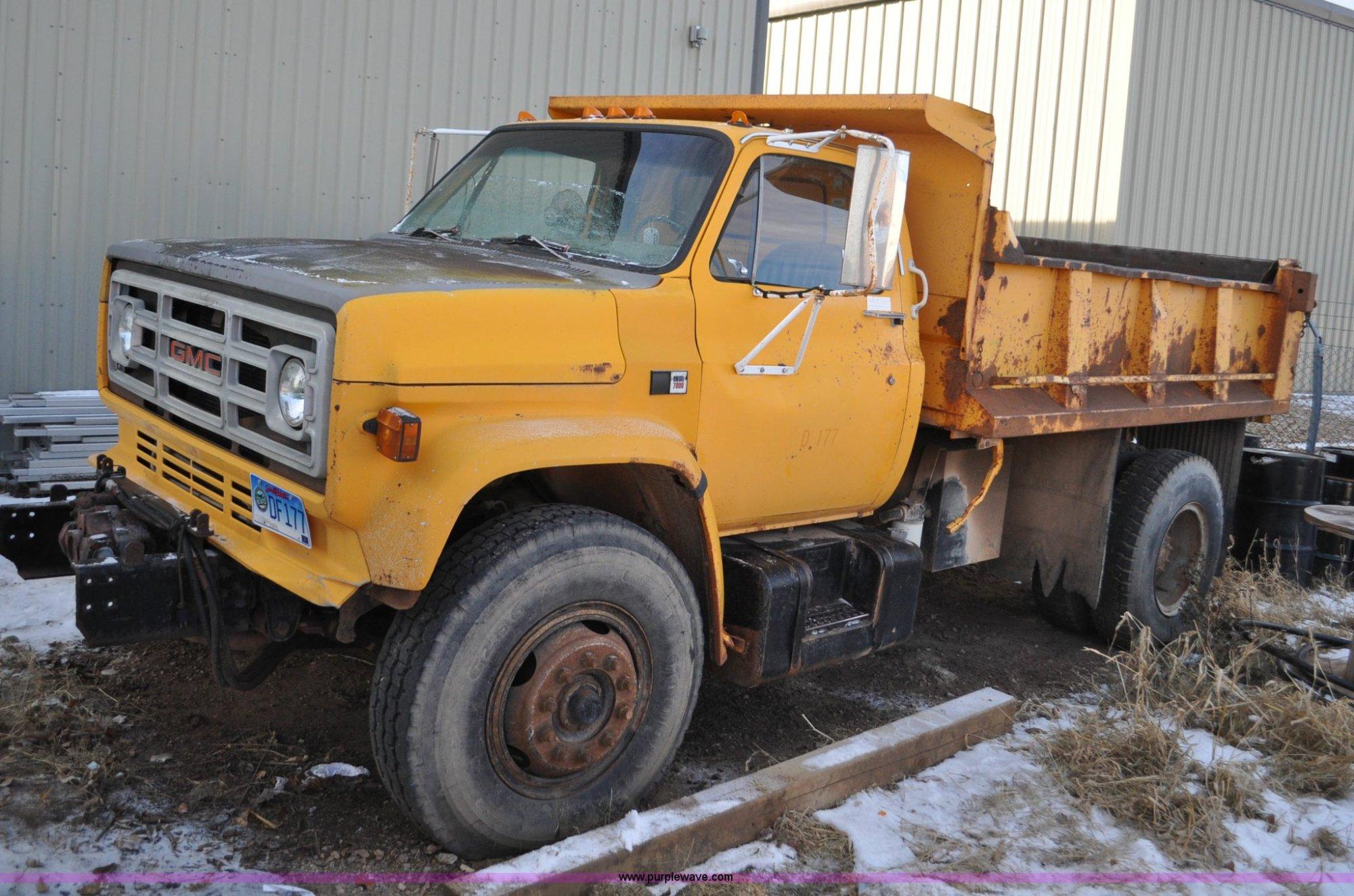 hight resolution of f2161 image for item f2161 1985 gmc topkick 7000 dump truck