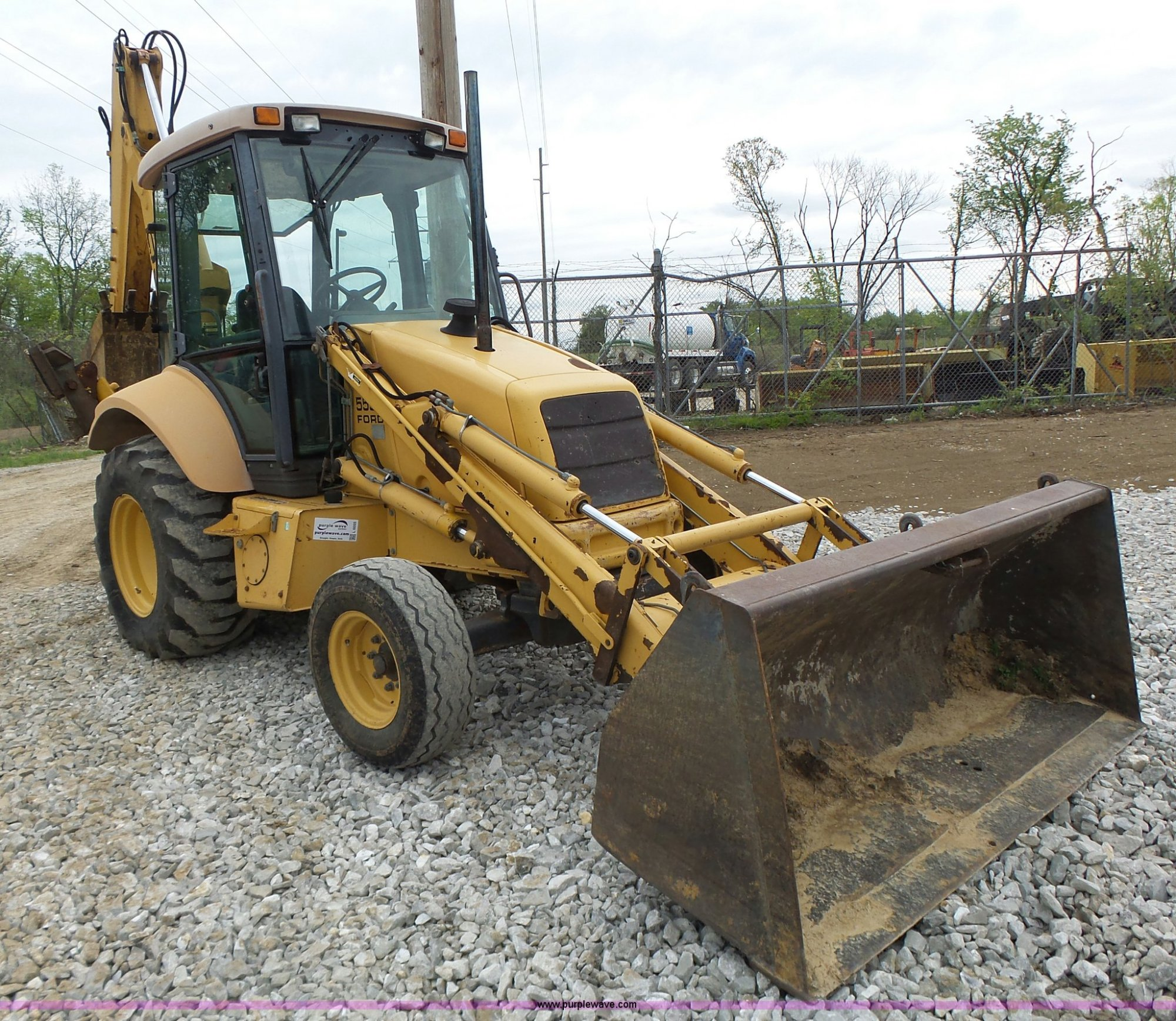 hight resolution of ford 555 backhoe item l6055 sold may 26 construction eq ford 555 backhoe buckets l6055
