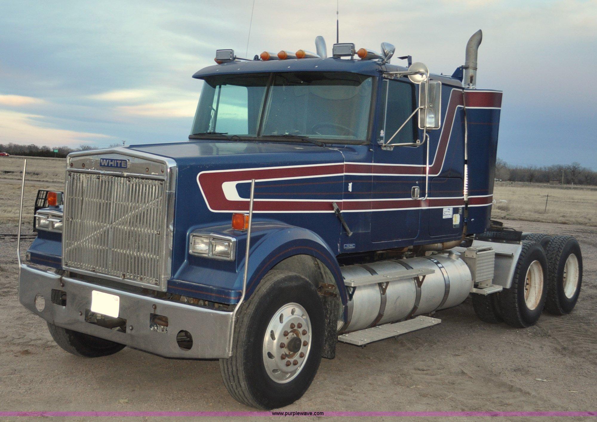 hight resolution of g7281 image for item g7281 1985 volvo white gmc semi truck