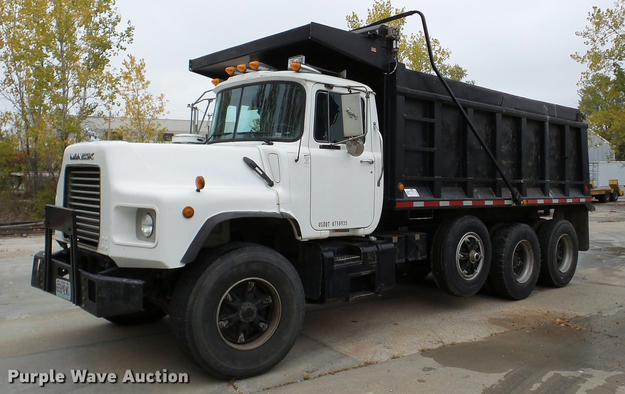 hight resolution of da2921 image for item da2921 1999 mack dm690s dump truck