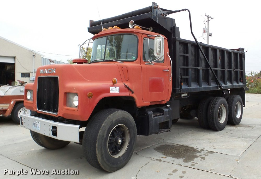 medium resolution of da2926 image for item da2926 1984 mack dm685s dump truck