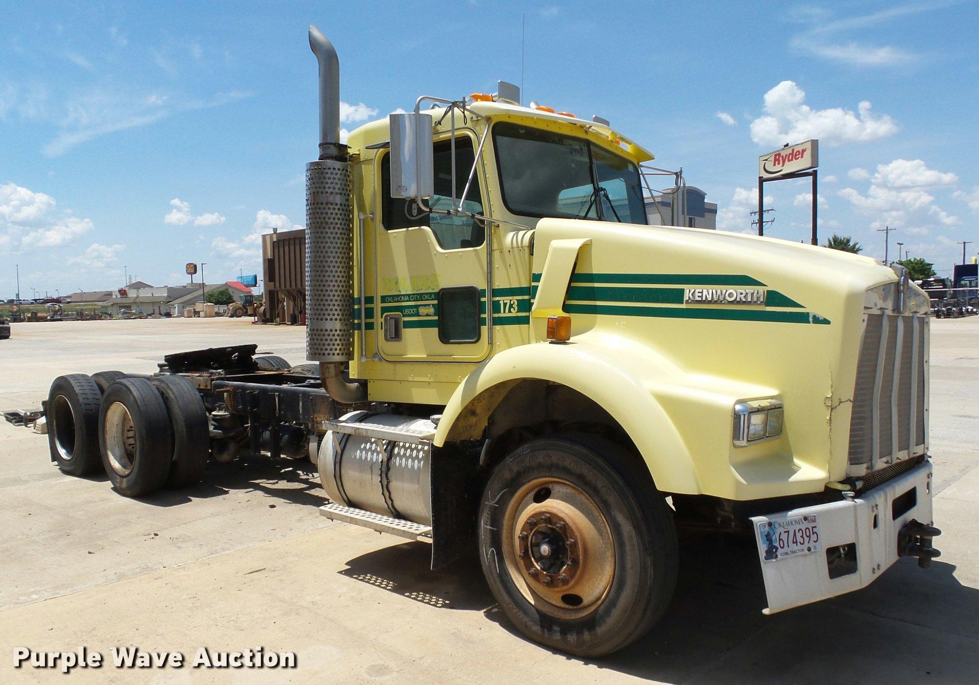 hight resolution of db4073 image for item db4073 1999 kenworth t800 semi truck