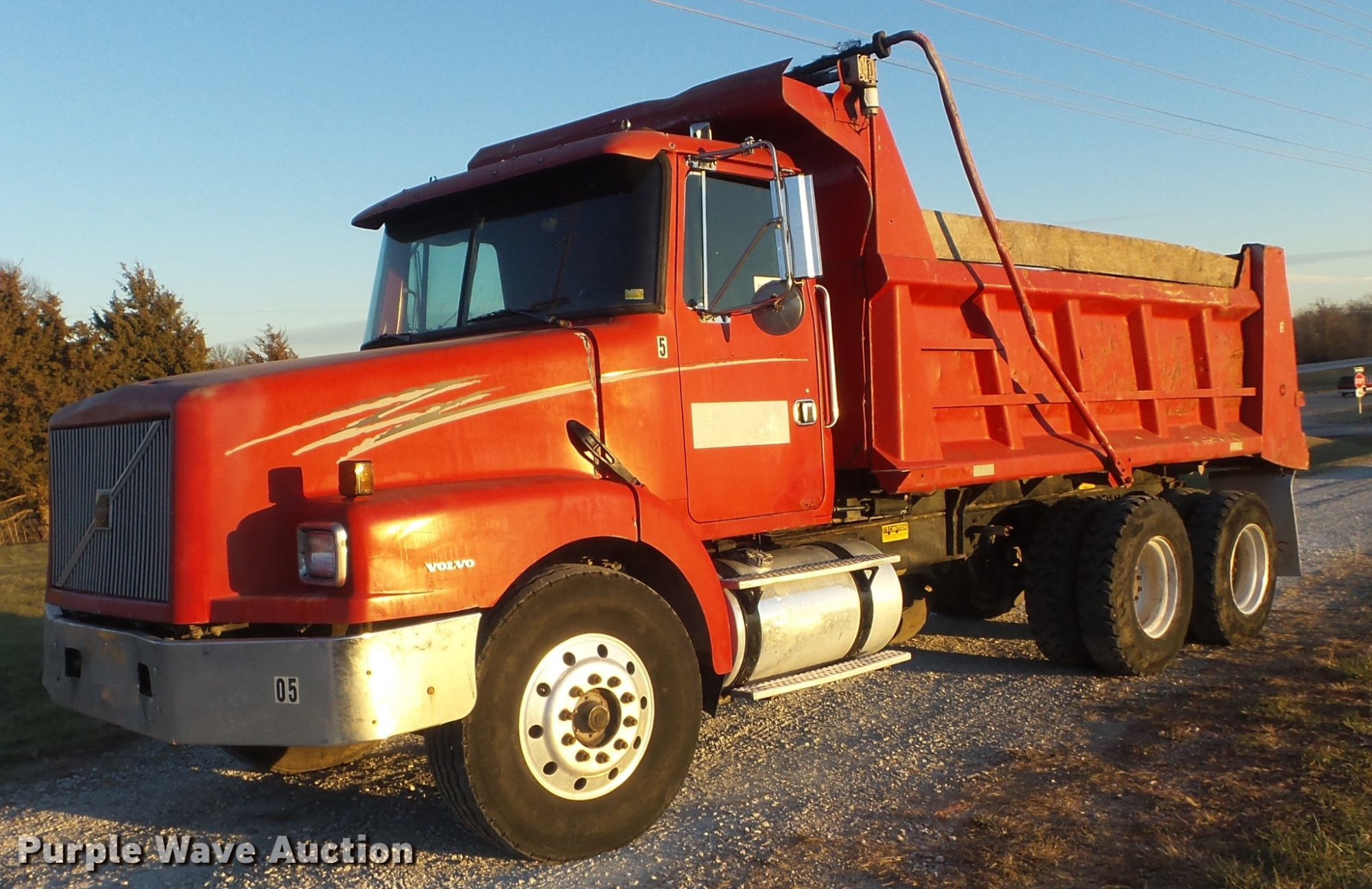 hight resolution of dc7493 image for item dc7493 1999 volvo wg dump truck