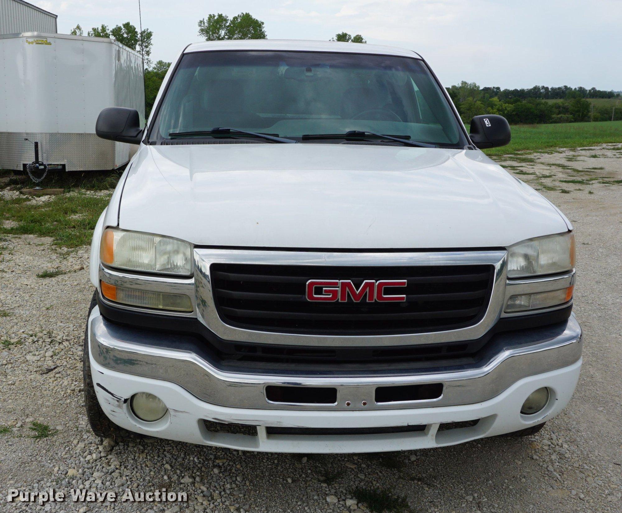 hight resolution of  2004 gmc sierra 2500hd pickup truck full size in new window