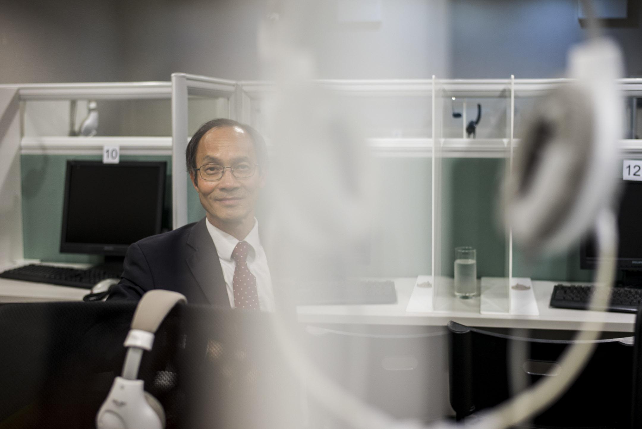 專訪鍾庭耀:香港民意調查可能在經歷滅聲的過程  深度 端傳媒 Initium Media