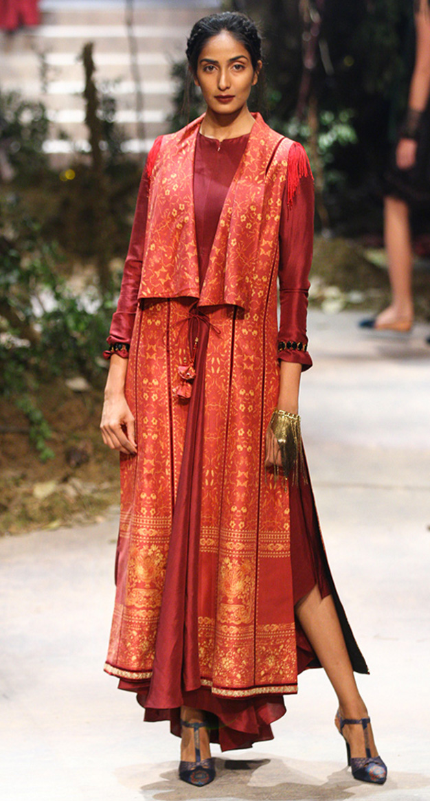 Top Fashion Designers - Tarun Tahiliani