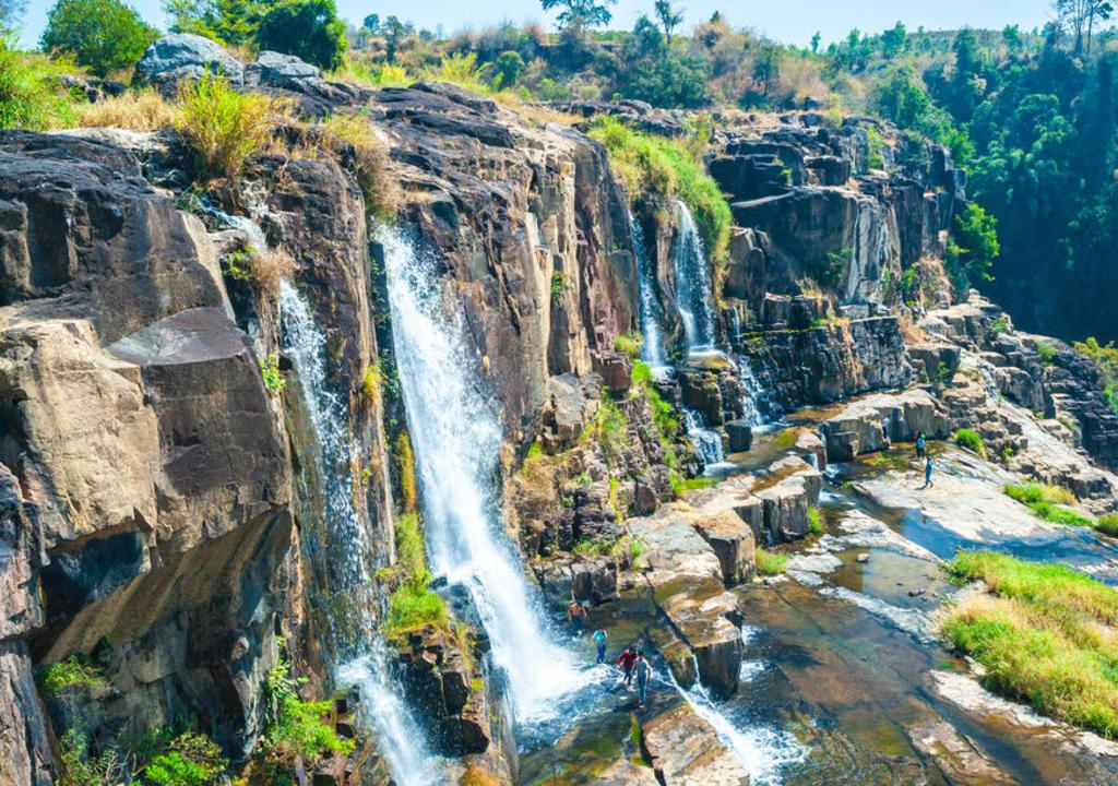 Work exchange in Vietnam: Explore Dalat's waterfalls & welcome our...