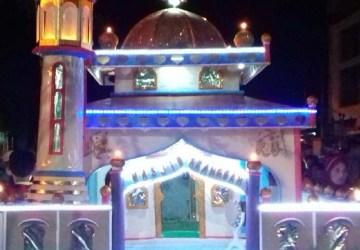replika masjid tradisi malam takbiran