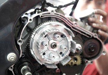 penyebab suara kasar di mesin sepeda motor