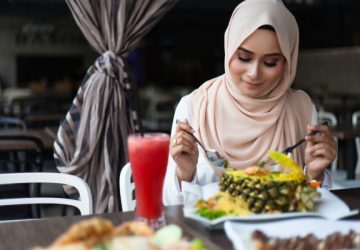 jangan makan berlebih saat berbuka puasa dan sahur
