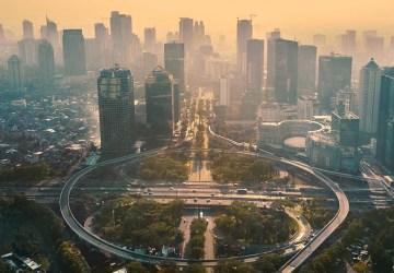 foto simpang sudirman shutterstock. Cari tahu asal-usul nama daerah-daerah di kota Jakarta disini.