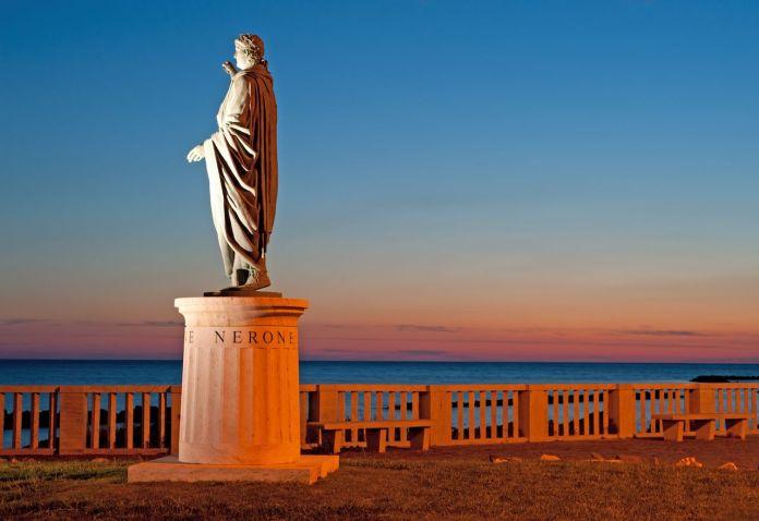 a night view of Nerone's statue in Anzio