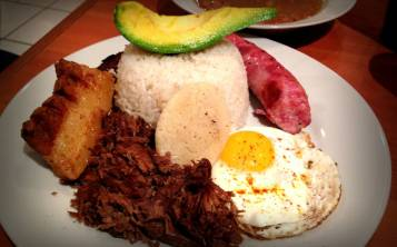 Un pedacito de Colombia en Puerto Rico  Glorysselle Lpez